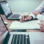 L'organisation administrative et professionnelle du droit commercial