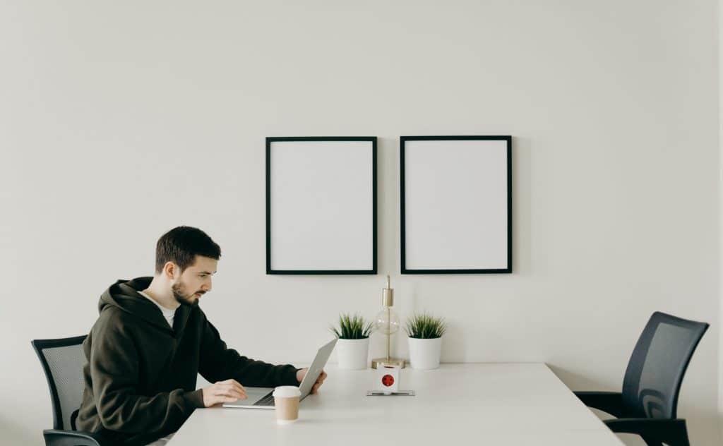 Est-ce légal de domicilier le siège d'une entreprise chez le dirigeant ?